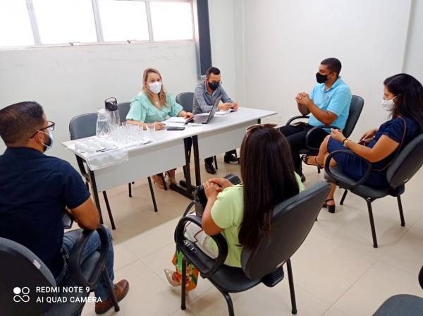 Secretaria Municipal de Desenvolvimento Social e Sindicato dos Servidores Públicos de Caetité realizam reunião e pautam melhorias para os servidores municipais.