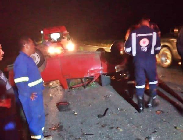 Colisão envolvendo caminhão e carro deixa idoso ferido na BR-030 em Guanambi.