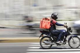 Entregador de lanches é assaltado e tem moto e dinheiro levados por bandidos em Igaporã.
