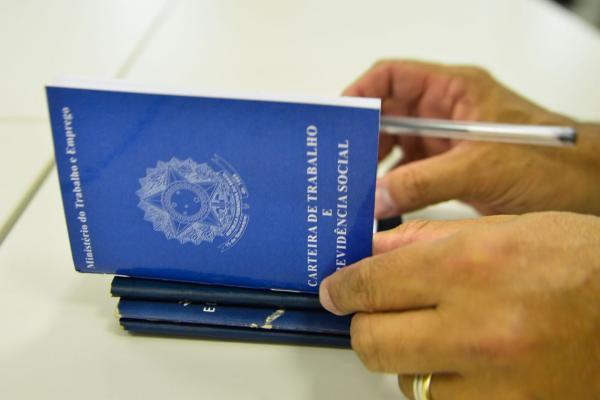 IEL seleciona para vagas de emprego e estágio remunerado em Guanambi.