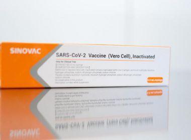 Vacina CoronaVac é eficaz contra variante brasileira do coronavírus, aponta estudo.