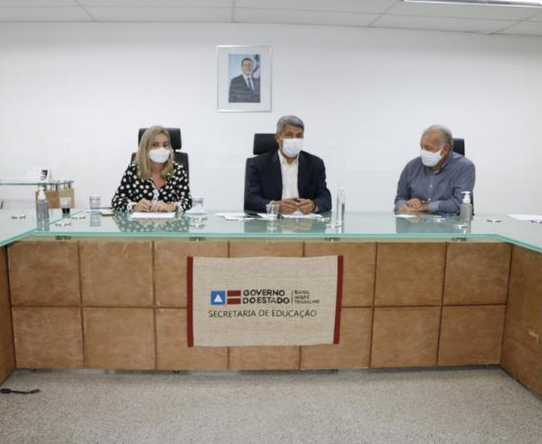 Deputada e prefeito tratam sobre nova unidade de ensino para Iraquara.