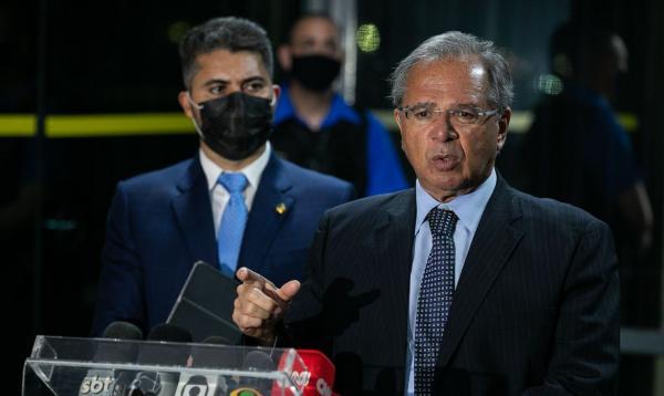 Paulo Guedes: auxílio será prorrogado por mais 2 meses e pode ser estendido.