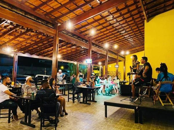 Artistas e donos de bares comemoram a flexibilização do Decreto em Guanambi.