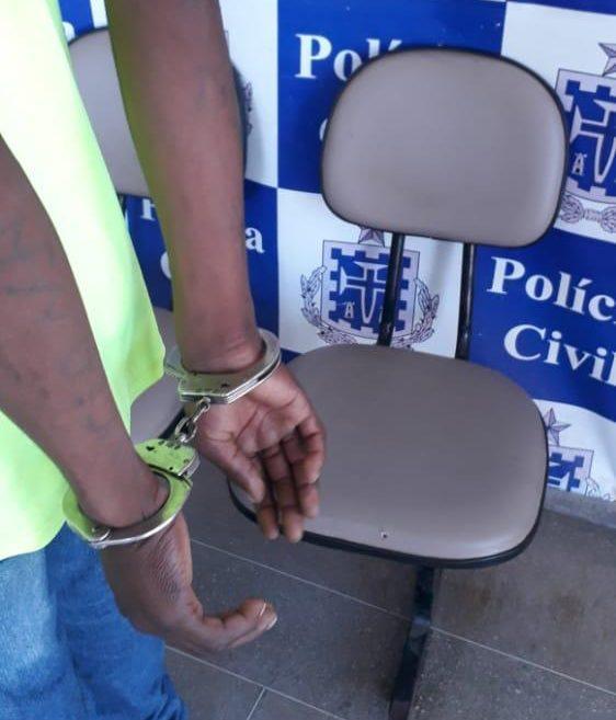 Homem acusado de abuso sexual contra criança de 7 anos foi preso em Carinhanha.