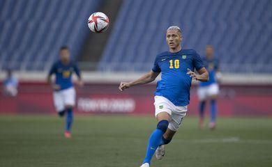 Seleção Brasileira bate a Arábia Saudita por 3 a 1 e avança às quartas como líder.
