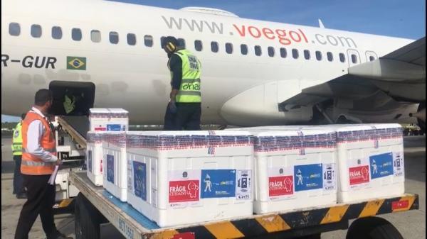 Novo lote com mais de 95 mil doses da vacina contra a Covid-19 chega à Bahia.