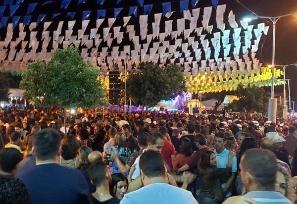 Governador da Bahia prorroga liberação de eventos e amplia público para até 1.200 pessoas.